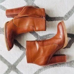 Heeled brown booties